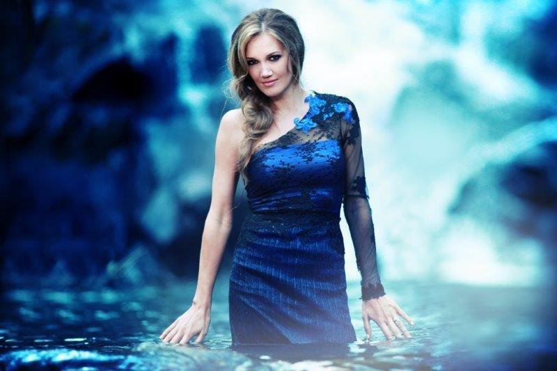 DIARISE YOUR DATE WITH JUANITA DU PLESSIS